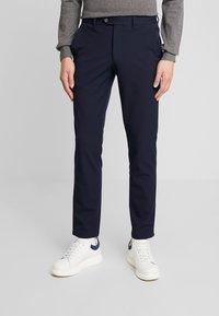 Selected Homme - SLHSLIM-CARLO FLEX PANTS - Kalhoty - navy blazer - 0