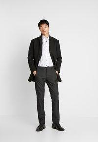 Selected Homme - SLHSLIM-STORM FLEX SMART PANTS - Kalhoty - grey - 1