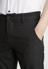Selected Homme - SLHSLIM-STORM FLEX SMART PANTS - Kalhoty - grey - 5