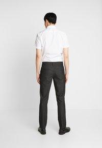 Selected Homme - SLHSLIM-STORM FLEX SMART PANTS - Kalhoty - grey - 2