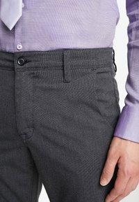 Selected Homme - SLHSLIM-STORM FLEX SMART PANTS - Kalhoty - grey melange - 5