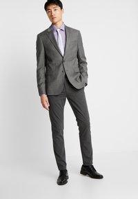 Selected Homme - SLHSLIM-STORM FLEX SMART PANTS - Kalhoty - grey melange - 1