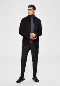 Selected Homme - SLIM FIT - Pantalon classique - black - 3
