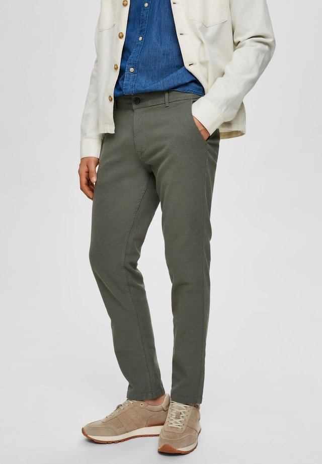 HOSE SLIM FIT STRUKTUR - Trousers - agave green