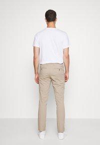 Selected Homme - SLHSLIM MILES FLEX PANTS - Kalhoty - greige - 2