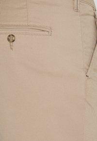 Selected Homme - SLHSLIM MILES FLEX PANTS - Kalhoty - greige - 5