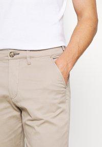 Selected Homme - SLHSLIM MILES FLEX PANTS - Kalhoty - greige - 4