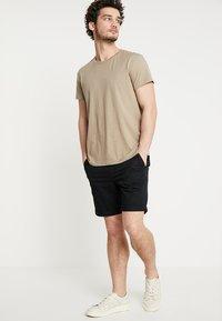 Selected Homme - SLHSTRAIGHT PARIS - Shorts - black - 1