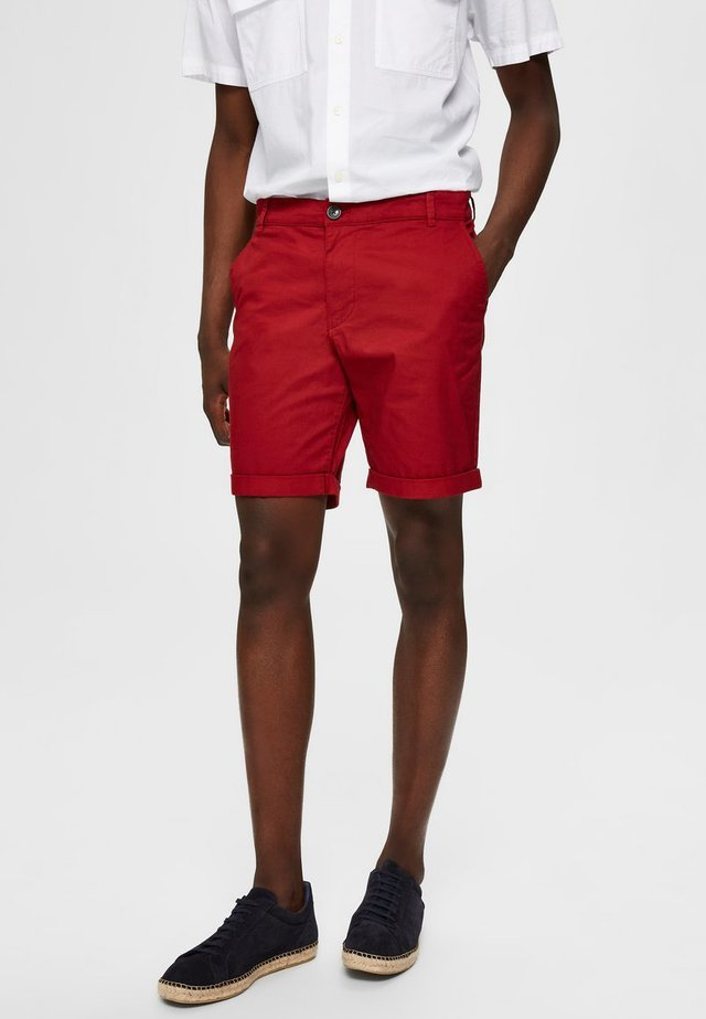 Shortsit - red dahlia