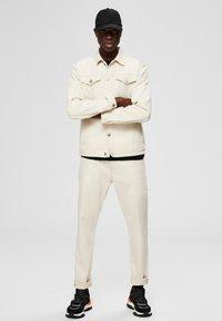 Selected Homme - Jeansy Straight Leg - white denim - 1