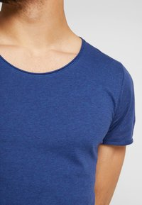 Selected Homme - SHNNEWMERCE O-NECK TEE - T-shirt basique - blue - 5