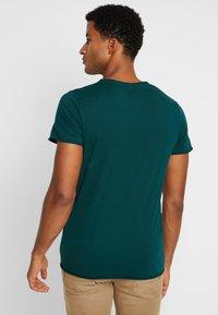 Selected Homme - SHNNEWMERCE O-NECK TEE - T-shirt basique - ponderosa pine - 2