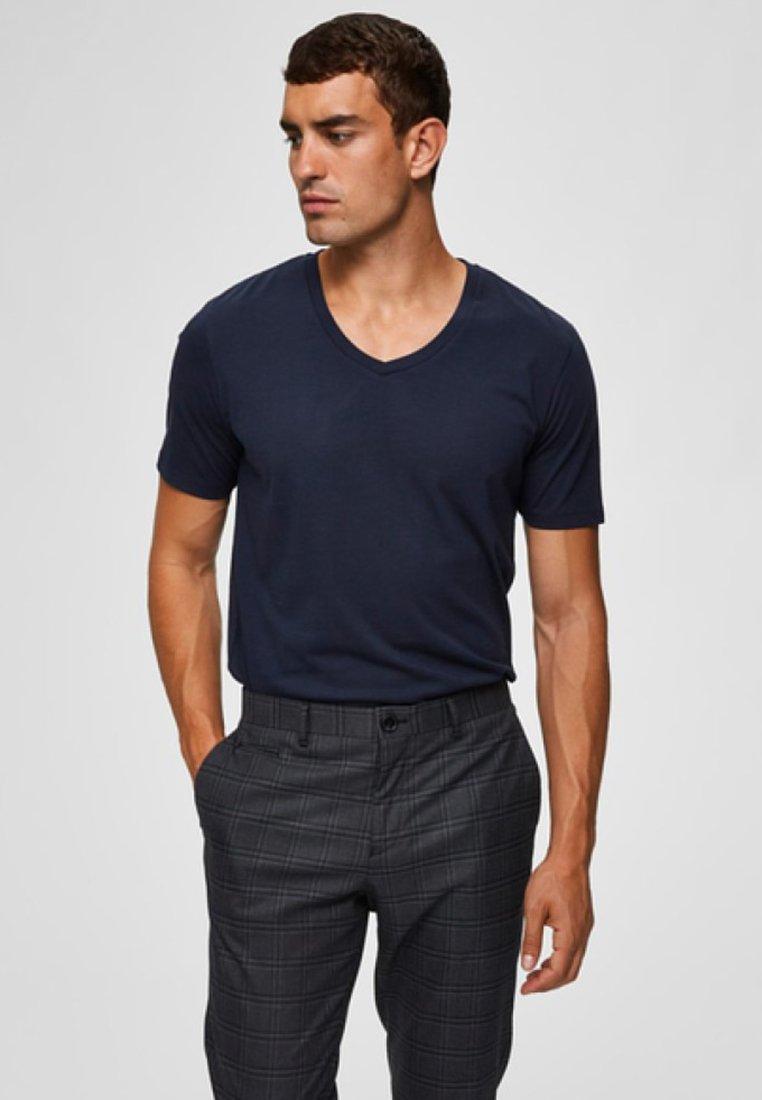 Selected Homme - AUSSCHNITT - T-Shirt basic - dark blue