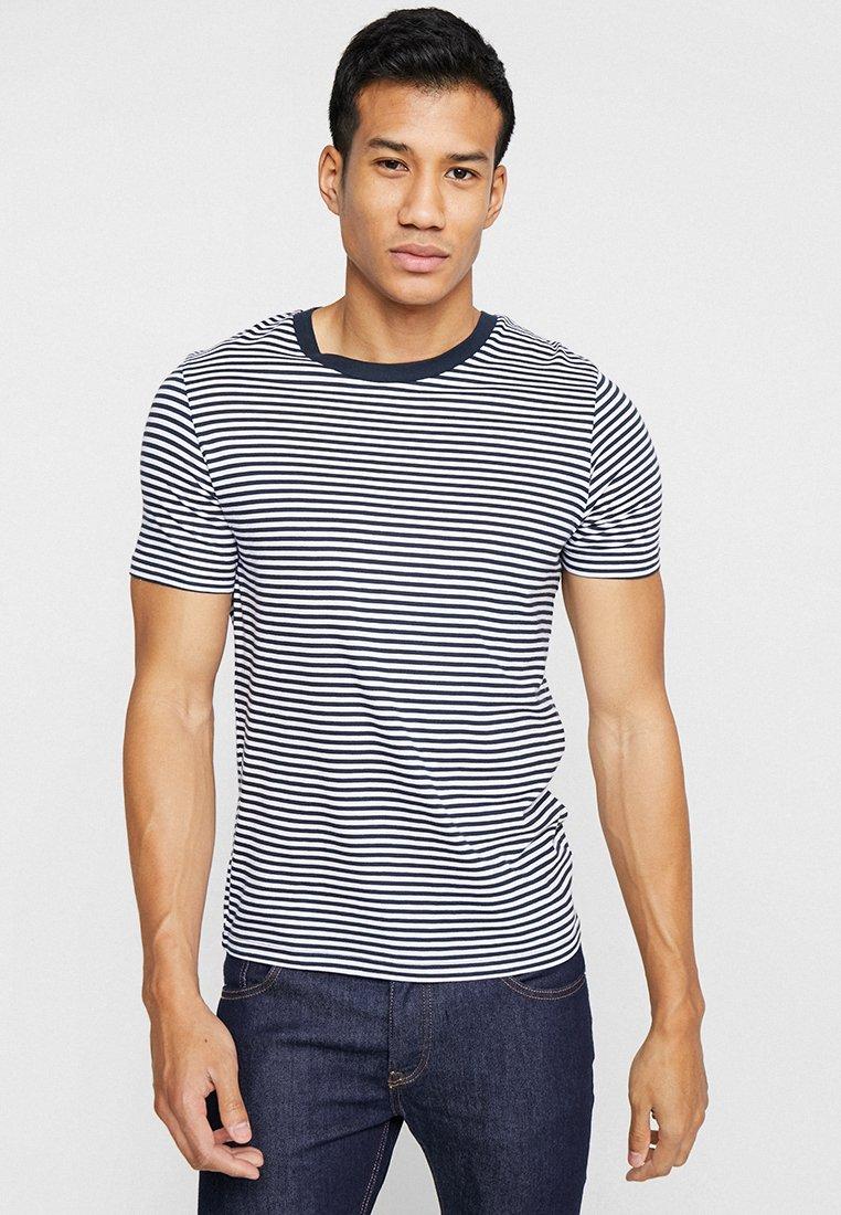 Selected Homme - SLHTHEPERFECT STRIPE O-NECK TEE - T-shirt z nadrukiem - brilliant white/dark sapphire