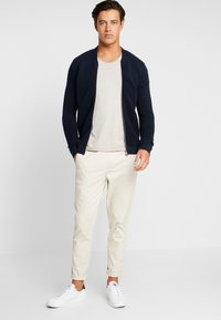 Selected Homme - SLHNEWMERCE O-NECK TEE - T-shirt basique - dove melange - 1