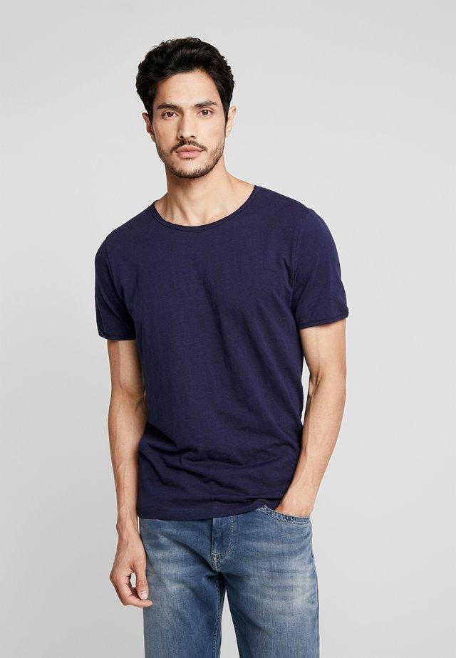SLHMORGAN NECK TEE - Basic T-shirt - maritime blue