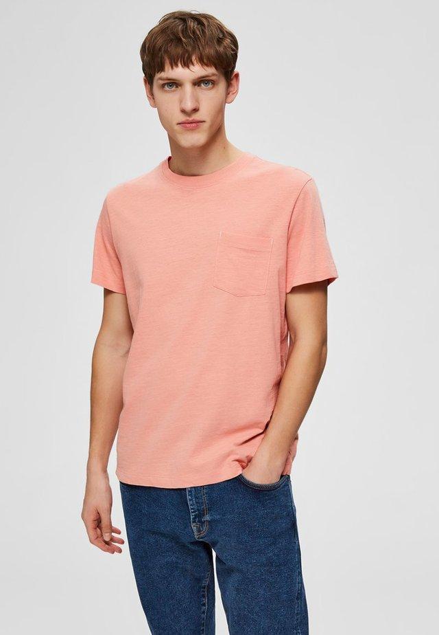 Basic T-shirt - lobster bisque