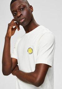 Selected Homme - Print T-shirt - egret - 3