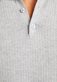 Selected Homme - SLHVIRGO NECK  - Polo shirt - light grey melange - 5