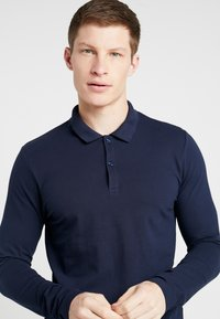 Selected Homme - SLHMILANO - Polo shirt - dark sapphire - 4