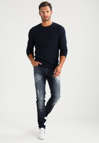 Selected Homme - SHHNEWDEAN CREW NECK - Stickad tröja - dark sapphire - 1