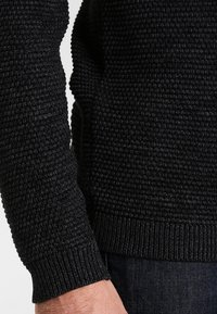 Selected Homme - SHXNEWVINCEBUBBLE CREW NECK - Jersey de punto - anthracite/twisted black - 3
