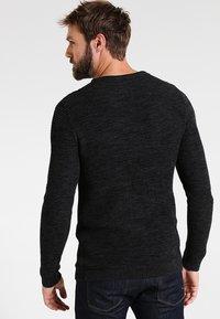 Selected Homme - SHXNEWVINCEBUBBLE CREW NECK - Jersey de punto - anthracite/twisted black - 2