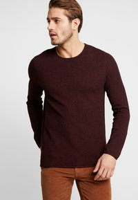 Selected Homme - SLHROCKY CREW NECK - Jumper - tawny port/black - 0
