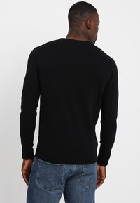 Selected Homme - SLHTOWER CREW NECK  - Svetr - black - 2