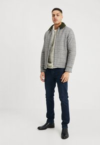 Selected Homme - SLHCHARLES CABLE BLOCKING - Stickad tröja - marshmallow - 1
