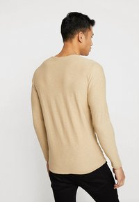 Selected Homme - SLHNEWACIDS CREW NECK - Trui - cornstalk - 2