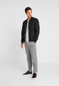Selected Homme - SLHOLIVER  - Stickad tröja - light grey melange - 1