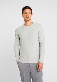 Selected Homme - SLHOLIVER  - Stickad tröja - light grey melange - 0