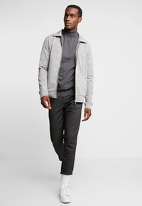 Selected Homme - SLHTOWER ROLL NECK  - Trui - medium grey melange - 1