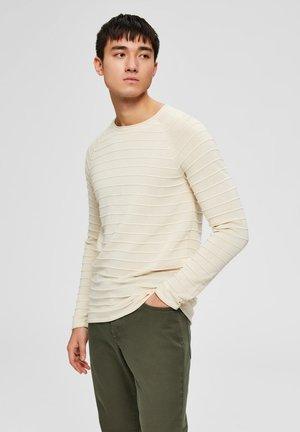 SELECTED HOMME PULLOVER BIO-BAUMWOLL - Stickad tröja - bone white