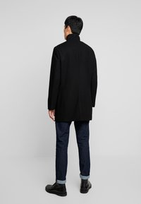 Selected Homme - SLHMOSTO COAT - Classic coat - black - 2