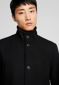 Selected Homme - SLHMOSTO COAT - Classic coat - black - 5