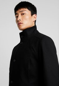 Selected Homme - SLHMOSTO COAT - Classic coat - black - 3
