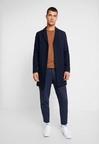 Selected Homme - SLHBROVE COAT - Cappotto classico - dark sapphire - 1