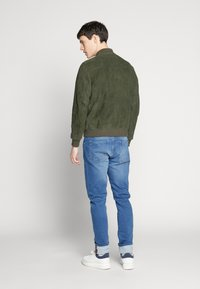 Selected Homme - SLH BOMBER SUEDE - Kožená bunda - forest night - 2