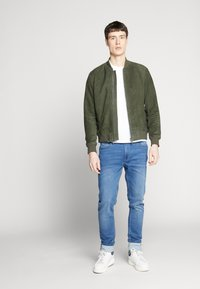 Selected Homme - SLH BOMBER SUEDE - Kožená bunda - forest night - 1
