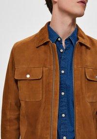 Selected Homme - Veste en cuir - brown - 3