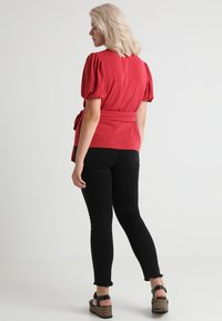 Second Script Curve - CHARLI PUFF SLEEVE WRAP - Bluser - red - 3