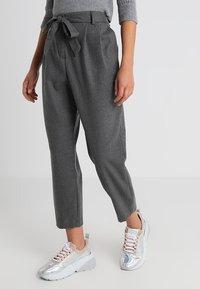 Selected Femme Petite - SLFBIO CROPPED PANT - Bukser - medium grey melange - 0