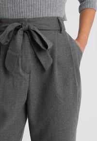 Selected Femme Petite - SLFBIO CROPPED PANT - Bukser - medium grey melange - 3
