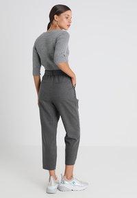 Selected Femme Petite - SLFBIO CROPPED PANT - Bukser - medium grey melange - 2
