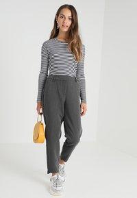 Selected Femme Petite - SLFAMILA PANT - Bukse - medium grey melange - 1