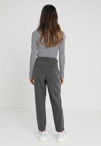 Selected Femme Petite - SLFAMILA PANT - Bukse - medium grey melange - 2