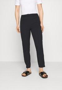 Selected Femme Petite - SLFILUE PINTUCK PANT - Pantalon classique - black - 0