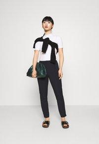 Selected Femme Petite - SLFILUE PINTUCK PANT - Pantalon classique - black - 1